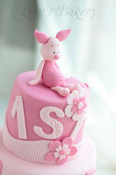 Winnie The Pooh Cake, Winnie The Pooh Birthday, 1st Birthday Cakes, Girl Birthday Themes, Piglet Cake, Sheep Cake, Birthday Balloon Decorations, Nasu, Brownie Cake