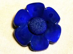 Your place to buy and sell all things handmade Flower Button, Blue Daisy, Flower Shape, Electric Blue, Vintage Flowers, Buttons, Shapes, Handmade, Craft