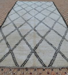 BO1413 Fantastic old school quality vintage Beni Ouarain carpet! Available on my website www.beyondmarrakech.com