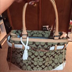 Coach handbag Perfect condition. Used once at most. A happy medium size. Appropriate for everyday use:) Coach Bags Totes