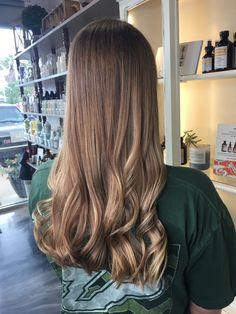 Balayage done at brush salon in St. John's FL by Madison Craig. It looks amazing I love this natural looking style Brunnete Hair Color, Hair Inspo, Hair Inspiration, Best Hair Salon, Homecoming Hairstyles, Aesthetic Makeup, Beauty Hacks, Beauty Tips, Balayage Hair