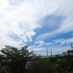 ちょっとエヴァ写ってますがシャッター遅かった #sky #cloud #空 #雲 #イマソラ