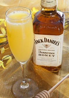 Honey Bee Bellini, perfect for brunch. Jack Daniels' Tennessee Honey Liqeur in a champagne flute (with O. and peach nectar and soda water). Party Drinks, Cocktail Drinks, Fun Drinks, Cocktail Recipes, Alcoholic Drinks, Bellini Cocktail, Whiskey Drinks, Beverages, Coffee Drinks