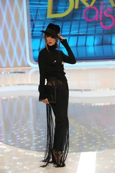 Editia 39 Fashion Art, Tv, My Style, How To Wear, Outfits, Outfit, Suits, Clothes, Television Set