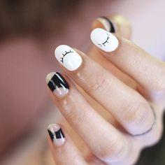 [#유니스텔라트렌드] 귀여운 #공간네일 #이모션네일 #유니스텔라 #네일디자이너 #unistella#gelnails #nailart #nails#nail#nailedit#springnails #linenails #emotionnails #negativespacenails 유니스텔라 내의 모든 이미지를 사용하실때 사전 동의 출처 꼭 밝혀주세요 by unistella_by_ek_lab