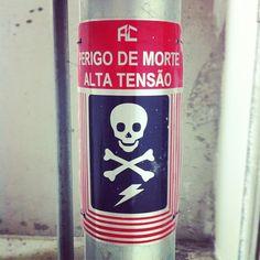 perigo de morte - @barbarella_pua | Webstagram    danger sign skull