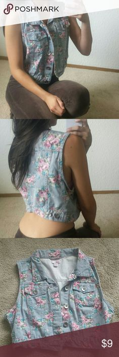 90's Flower Garden Crop Denim Vest NWOT light blue crop demin vest top with button. Tag is XL Juniors but it will fit XS-M.   Super cute and in like new condition. BONGO Tops Crop Tops