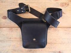 Handmade waist leather bag $80 Riñonera de cuero de curtición vegetal HARLEY.  de KURTIK, 60.00 EUR