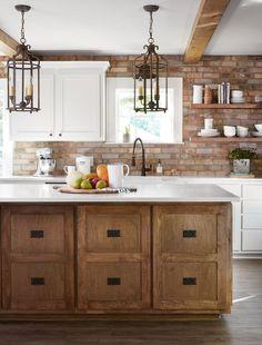 Season 5 Fixer Upper Episode 3 Reveal Design Of Joanna Gaines Kitchen Designs – Kitchen Design Ideas Decor Fixer Upper Kitchen, New Kitchen, Kitchen Dining, Kitchen Ideas, Kitchen Designs, Kitchen With Brick, Kitchen Brick Backsplash, Kitchen White, Exposed Brick Kitchen