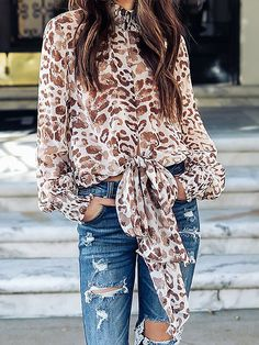 How to rock the casual chic look Fall Fashion Trends, Autumn Fashion, Down Parka Women, Look Fashion, Women's Fashion, Fashion Poses, Fashion Outfits, Ladies Fashion, Fashion Clothes