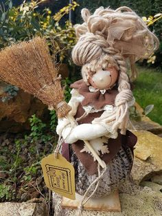Immagine correlata Hobbies And Crafts, Diy And Crafts, Fabric Brooch, Elves And Fairies, Doll Hair, Soft Dolls, Fabric Dolls, Handmade Flowers, Holiday Ornaments