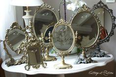 Miroirs anciens sur pied appelés