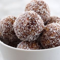 These salted caramel coconut bliss balls are SO easy to make and only have 4 ing.,Healthy, Many of these healthy H E A L T H Y . These salted caramel coconut bliss balls are SO easy to make and only have 4 ingredients! Bliss Balls, Gourmet Recipes, Snack Recipes, Dessert Recipes, Cake Recipes, Drink Recipes, Healthy Recipes, Coconut Recipes, Cookie Desserts