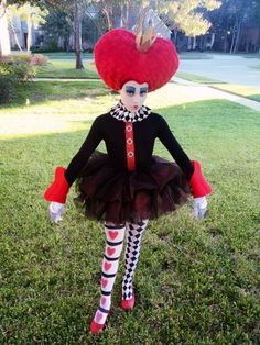 I pulled this costume together for my daughter who HAD to be the Queen of Hearts for halloween! I LOVE how it turned out! My DIY Halloween Costume - Queen of Hearts