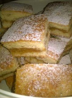 Mesés almás, ha van otthon néhány alma, ezt a sütit könnyen elkészítheted. French Toast, Recipies, Food And Drink, Hungarian Food, Sweets, Bread, Breakfast, Foods, Cakes