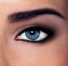 Perfect smoky eye guide the untrendy a beauty guide with heart All Things Beauty, Beauty Make Up, Hair Beauty, Smokey Eye Guide, Beauty Guide, Beauty Hacks, I Liner, Liquid Liner, Smoky Eye Tutorial