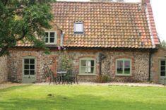 Holme Cottage in Norfolk, a cottage in Norfolk: Holme Cottage exterior