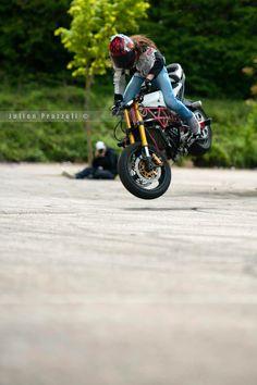 Session Stunt à Rosny-sur-Seine   Sarah Lezito - Stuntrider   Julien Prazzoli - Photographe