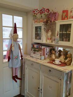 Maileg instagram handgemacht_oldenkott Maileg Bunny, Swedish Traditions, Christmas Feeling, Shabby Chic Christmas, Scandi Style, Vintage Shabby Chic, Pixies, Cottage Style, Vintage Kitchen