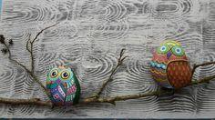 Creatie op hout  uiltjes op steen geschilderd