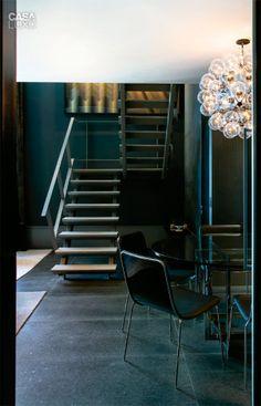 12-duplex-tem-texturas-da-parede-ao-teto-e-belas-obras-de-arte