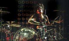 Drummerworld: Tommy Lee
