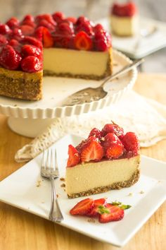 Easy Spring Dessert – Cheesecake with Strawberry Topping. Who can welcome in the warmer spring season without cheesecake? Get your tastebuds ready! Paleo Dessert, Paleo Sweets, Dessert Recipes, Milk Dessert, Paleo Cheesecake, Strawberry Cheesecake, Strawberry Topping, Dairy Free Chocolate, Chocolate Desserts