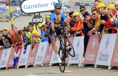 Jack Bauer celebrates the completion of the Mont Ventoux with a wheelie  Photo: © Bettini Photo