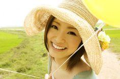 so sweet! Love Your Smile, Beautiful Smile, Japan Girl, Asian Woman, Girl Photos, Glamour, Actresses, Elegant, Celebrities