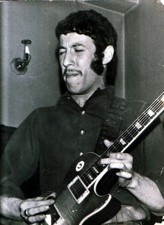 Roots of Fleetwood Mac. Mayall fires Mick Fleetwood for excessive drinking. But John, Peter and Mick had hit it off together. Peter Green decided it was time to start his own band. Jazz Blues, Blues Music, Rock N Roll Music, Rock And Roll, Peter Green Fleetwood Mac, Mick Fleetwood, When The Levee Breaks, Classic Blues, Classic Rock