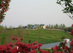 The Main Inn at The Red Horse Inn with some springtime flowers.