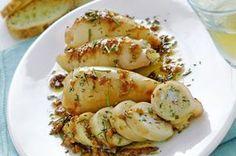 Un secondo piatto per veri intenditori di cucina. Un ripieno gustoso di mollica profumata e aromatizzata e il tocco in più: la malvasia.