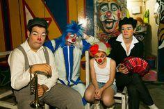 Fazendo cara de tristinha...  Caras: Klara Castanho no circo - produção de Carlos Henrique Duarte