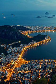 Rio de Janeiro, Brazil. Pin via http://a.tailwindapp.com/cbBTQ