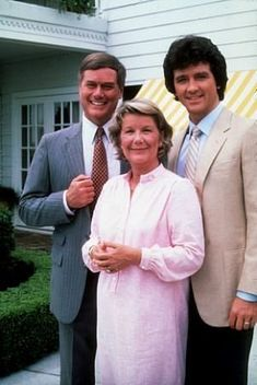 Ewing (Larry Hagman) Miss Ellie Ewing (Barbara Bel Geddes) Bobby Ewing (Patrick Duffy) 1983 Serie Dallas, Dallas Tv Show, Great Tv Shows, Old Tv Shows, Movies And Tv Shows, Photo Vintage, Vintage Tv, Barbara Bel Geddes, Sean Leonard