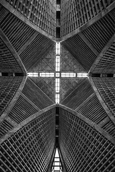 Yodobashi Church – Shinjuku Metropolitan Chapel Tōkyō by Inadomi Architects & Associates (1999)