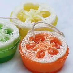 Jelly Soap, Diy Spa Day, Bathroom Crafts, Cupcake Soap, Homemade Soap Recipes, Bath Products, Home Made Soap, Bath Bomb, Handmade Soaps