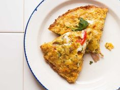 Tortilla española is everything we love about Spanish cooking—lusty, elemental, assuredly simple. Renowned Spanish chef Ferran Adrià's tortilla española relies on potato chips instead of the usual thinly sliced potatoes. Tapas Recipes, Brunch Recipes, Cooking Recipes, Skillet Recipes, Egg Recipes, Saveur Recipes, Tapas Ideas, Catering Recipes, Gourmet Cooking