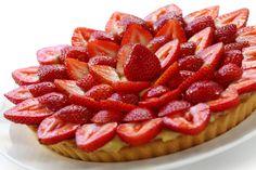 Si has tenido oportunidad de hacer una buena mermelada casera de fresas, no dudes en probarla en forma de tarta. No es una tarta de fresas cualquiera, ya q
