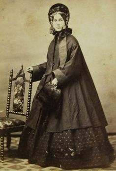 CIVIL WAR ERA CDV PHOTO YOUNG WOMAN NAN BATES NICE WINTER FASHION ROCHESTER NY (c. 1864)