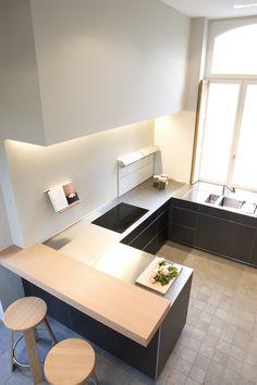 bulthaup - b3 keuken - realisatie door bmetropool Corner Desk, Tile Floor, House Plans, House Design, Rustic, Interior Design, Furniture, Snack, Kitchens