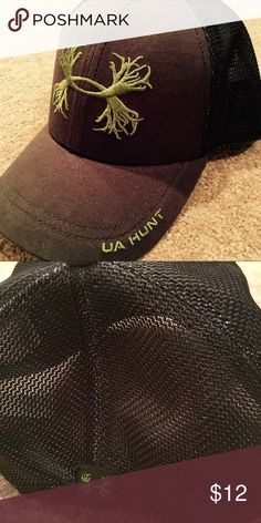 Kids Under Armour Hunt Hat New without tags. Hat is adjustable with a SnapBack band. Hat is dark green and logo is light lime green. Under Armour Accessories Hats