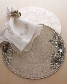 Kim Seybert ANTIQUE FLOWER PLACEMAT S/4 traditional table linens Summer Table Decorations, Decoration Table, Diwali Diy, Linen Napkins, Folding Napkins, Tambour Embroidery, Diy Crafts To Do, Diy Pillows, Tablescapes