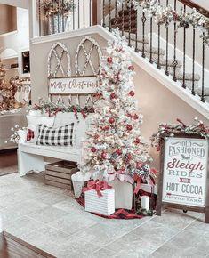 Farmhouse Christmas Decor, Rustic Christmas, Christmas Home, Christmas Crafts, Christmas Ideas, Merry Christmas, White Christmas, Christmas Decorating Ideas, Country Christmas Trees