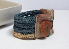 Cotton yarn knitted braceletdeep water green and sand por ylleanna