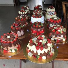 You want healthy desserts? Check our post to know more on the topic. Bolo Drip Cake, Drip Cakes, Healthy Desserts, Delicious Desserts, Yummy Food, Cupcakes, Bakery Recipes, Dessert Recipes, Strawberry Dip
