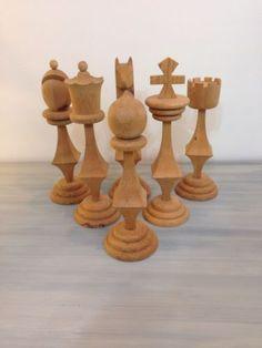 Vintage-Chess-Pieces-Folk-Art-Mid-Century-Modern-Wooden-HUGE-Giant-Eames-Era-Set