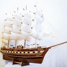 Drewniany model żaglowca, stylowy model sławnego żaglowca z drewna - morski gustowny element wystroju wnętrz, prestiżowa marynistyczna dekoracja zarówno biura jak i domu, przedmiot w żeglarskim stylu nadający klasy każdemu pomieszczeniu, ponadczasowy żeglarski prezent, stylowy morski upominek, gustowny marynistyczny dodatek, prezent dla Żeglarza  http://sklep.marynistyka.org/modele-jachtow-i-zaglowcow-c-7.html http://marynistyka.eu