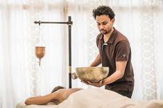 Unser Ayurveda-Experte Hasitha Nimal da Silva, geboren in Badulla, Sri Lanka, erstellt Ihnen mit einer professionellen Zungen- und Puls-Diagnose ein ganz individuelles 6 Tage Ayurveda Detox Programm. Das Retreat beinhaltet ca. 6 Ayurveda-Behandlungen (nicht inklusive), die Hasitha speziell für Sie zusammenstellt. Ayurveda Massage, Ayurveda Kur, Post Hotel, Detox Retreat, Sri Lanka, Gourmet, Heart Rate