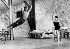 Russian ballet dancer Rudolf Nureyev in athletic form, pictured in 1966 with Zizi Jeanmari. American Ballet Theatre, Ballet Theater, Contemporary Dance, Modern Dance, Rudolf Nurejew, Male Ballet Dancers, Dance Ballet, Margot Fonteyn, Ballet Images